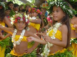 tahitian girl dancers